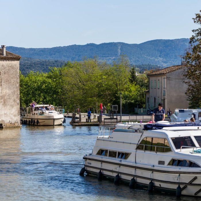 canal-du-midi-village-trebes-aude-carcassonne