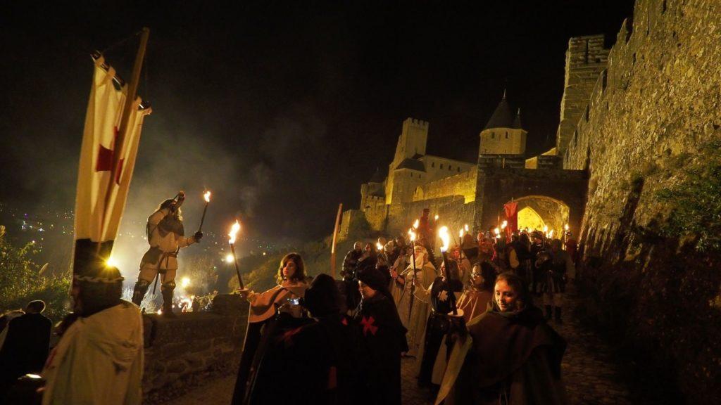 marche-aux-flambeaux-cite-carcassonne