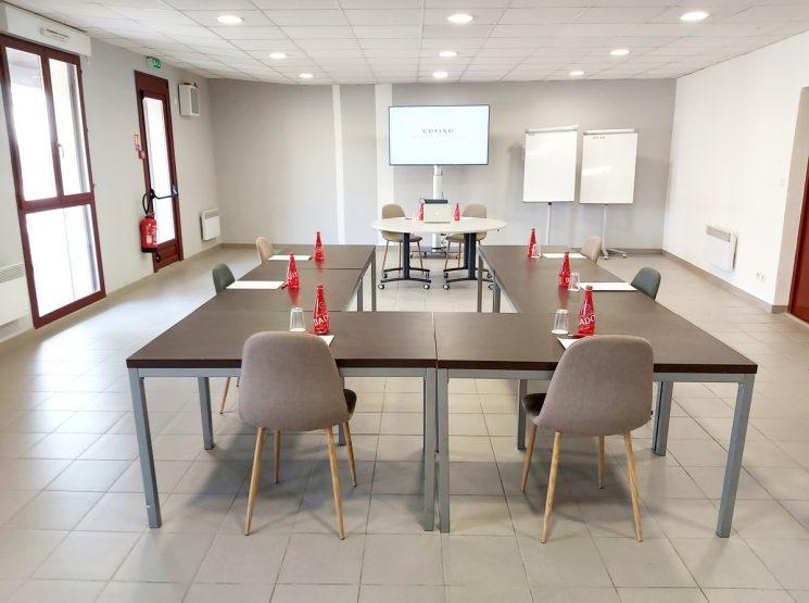 CERISE Salle tables carré