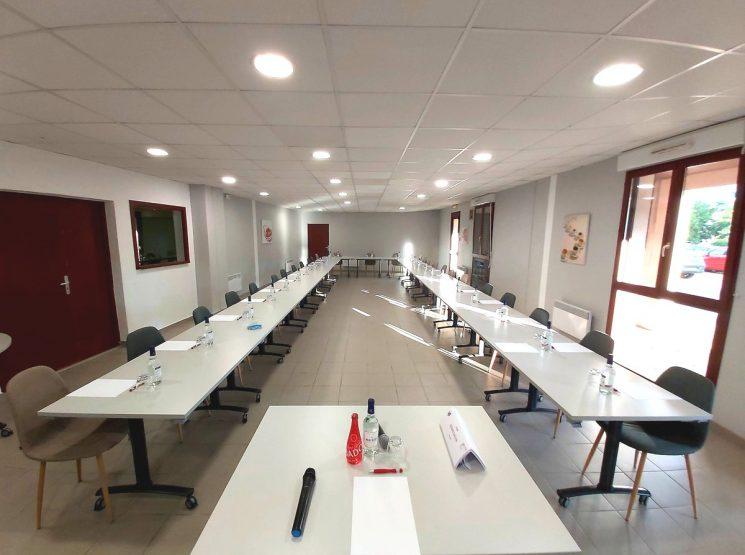 CERISE Salle tables long