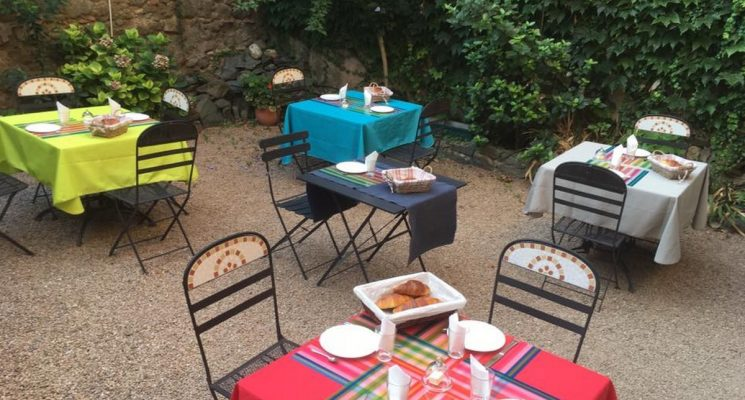 La-redorte-ch-La-Marelle-patio