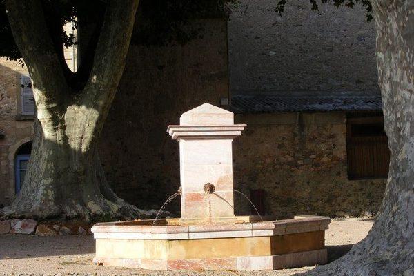 fontaine marbre Caunes Minervois